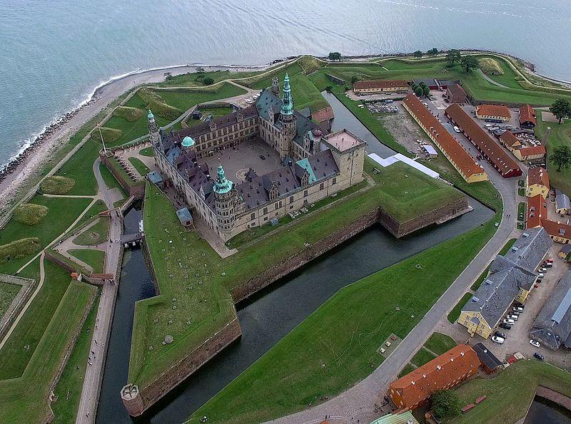 File:Kronborg-Drone-001-6 (28619910290).jpg