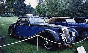 https://upload.wikimedia.org/wikipedia/commons/thumb/7/74/Lancia_Astura_1938_Pourtout_-_Concours_Bagatelle_1994.jpg/300px-Lancia_Astura_1938_Pourtout_-_Concours_Bagatelle_1994.jpg