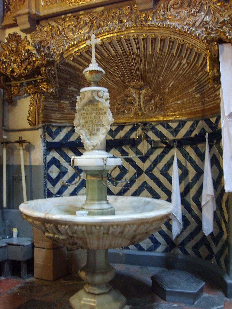 lavamanos dentro de la Sacristía de la Catedral