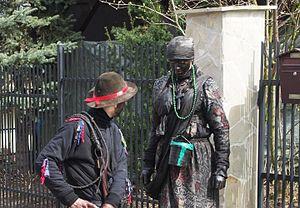 Siuda Baba - Siuda Baba and the Gypsy get ready to visit local residents