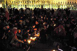 Les Veilleurs à Lyon 19 avril 2013.jpg