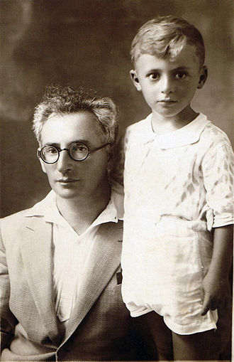 Levin Kipnis - Levin Kipnis and his firstborn son, Shai (1930-1935)