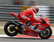 Capirossi in frenata sulla Desmosedici del team Ducati Marlboro nel 2007