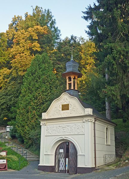 File:Luhatschowitz-Elisabethkapelle.jpg