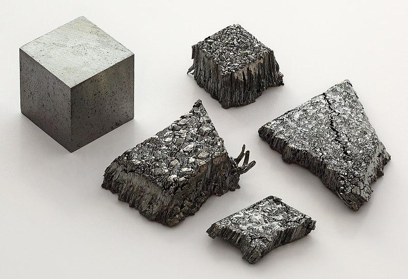 پرونده:Lutetium sublimed dendritic and 1cm3 cube.jpg