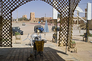 M'Hamid El Ghizlane - Tourist café and shop in M'Hamid, a starting point for exploring the desert by four-wheel drive cars and/or camel tours
