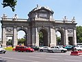 Madrid - Puerta de Alcala - 2006 - panoramio.jpg