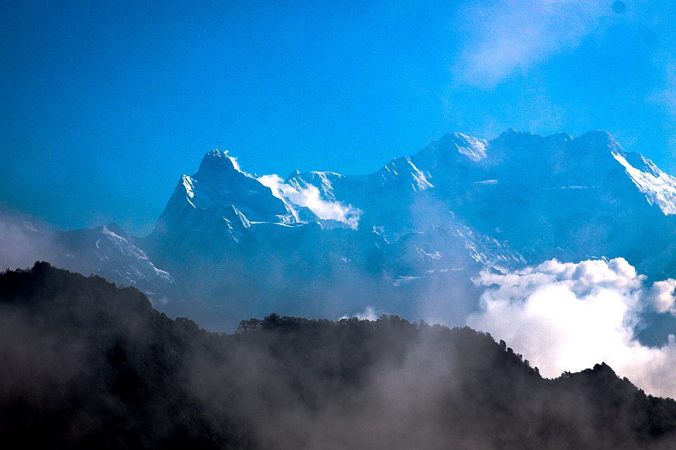 Makalu-seen-from-guphapokhari