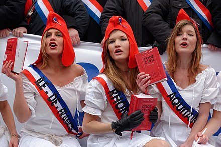 French women dressed as Marianne. - Marianne