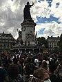 Manifestation du comité Adama place de la République - foule statue.jpg