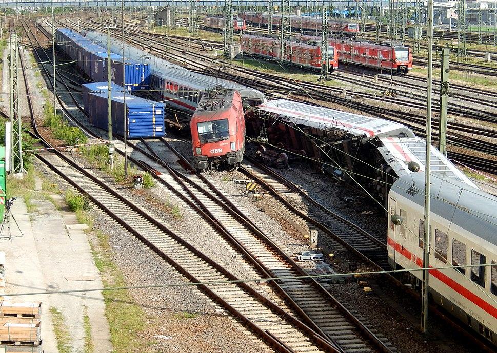 Mannheimer Hauptbahnhof- südöstliches Gleisvorfeld- Flankenfahrt des Güterzugs DGS 40635 in den EC 216 2.8.2014