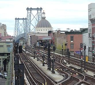 BMT Jamaica Line - Three tracks over Broadway