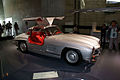Mercedes-Benz 300SL 1955 Flügeltüren Gullwing Coupè RFrontSide MBMuse 9June2013 (14797076457).jpg