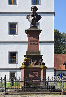 Hans Baurs Denkmal zu Ehren Kreutzers vor dem Schloss in seiner Geburtsstadt Meßkirch (Quelle: Wikimedia)