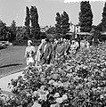 Mevrouw Ben Goerion op Floriade, tijdens de rongang in het Rosarium, Bestanddeelnr 911-3604.jpg