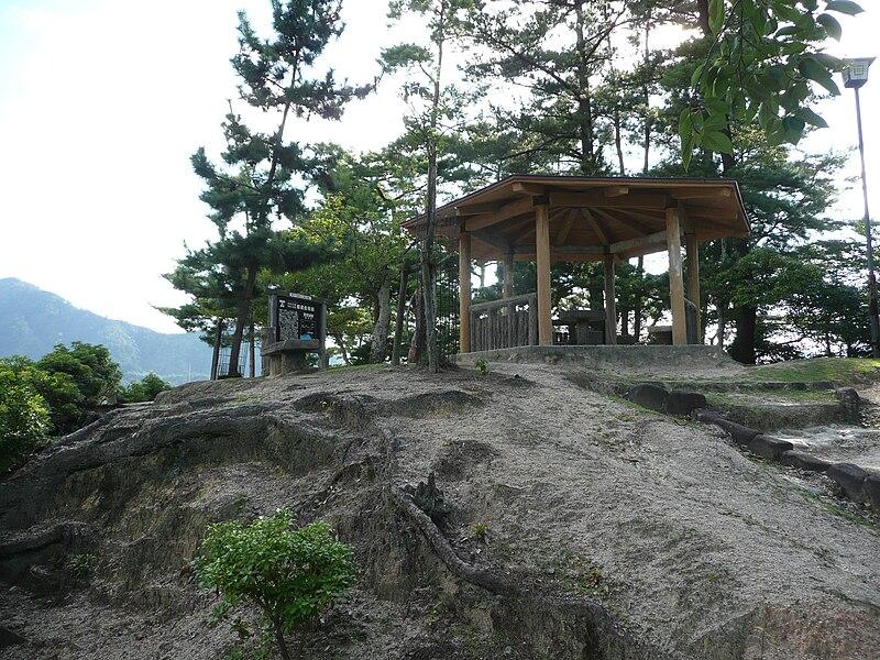 http://upload.wikimedia.org/wikipedia/commons/thumb/7/74/Miyao_castle_honmaru.JPG/800px-Miyao_castle_honmaru.JPG