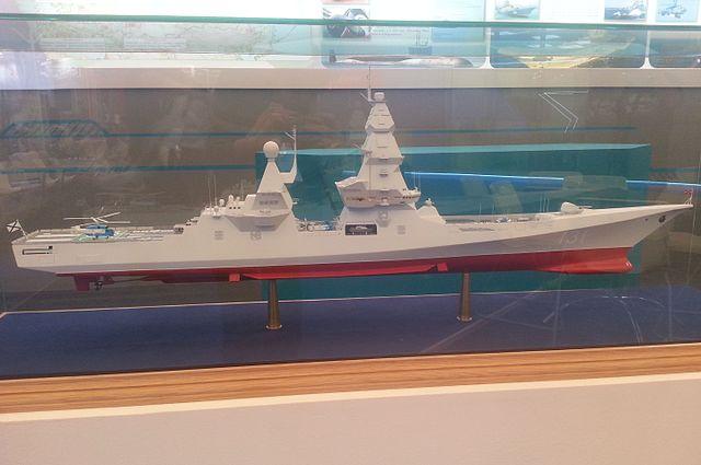مستقبل البحرية الروسية  640px-Mock_Leader_class_destroyer_on_%C2%ABArmy_2015%C2%BB_3