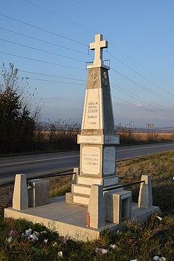Monumentul eroilor din comuna Bălțești.jpg
