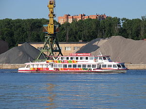 Moskva-143 on Khimki Reservoir 17-jun-2016 01.JPG