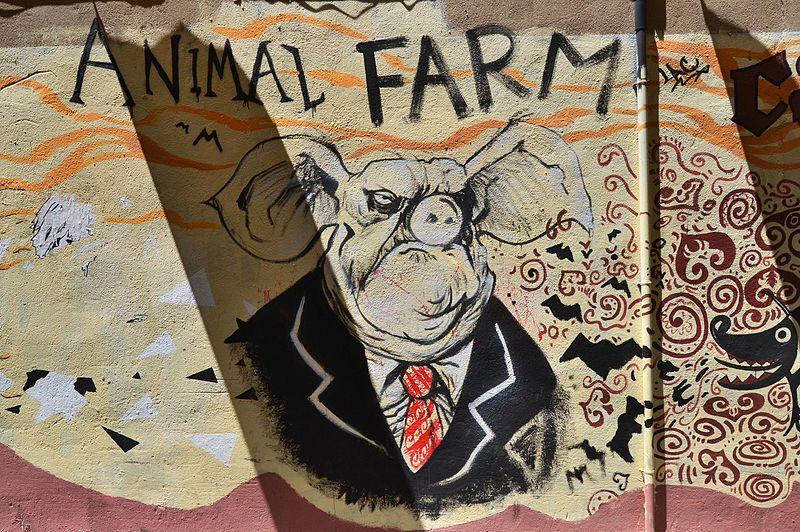 File:Mural Canvi, Animal Farm.JPG