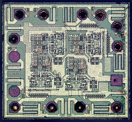 Die of a 74AHC00D quad 2-input NAND gate manufactured by NXP Semiconductors NXP-74AHC00D-HD-HQ.jpg