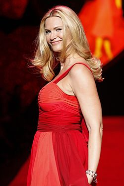 Natasha Henstridge at Heart Truth 2009.jpg