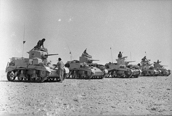 Trupper från Nya Zeeland vid sina pansarvagnar, el-Alamein