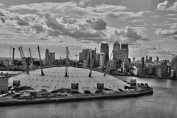 O2 with Canary Wharf and City of London (15007282651).jpg