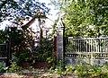OPOLE pałacyk właściciela fabryki XIXw -ogrodzienie z bramą ,ul Marka z Jemielnicy2. sienio.JPG