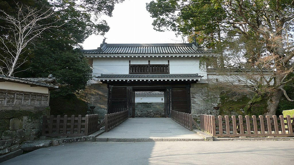 https://upload.wikimedia.org/wikipedia/commons/thumb/7/74/Obi_Castle_Otemon.jpg/1024px-Obi_Castle_Otemon.jpg
