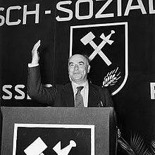 https://upload.wikimedia.org/wikipedia/commons/thumb/7/74/Otto_Strasser.jpg/220px-Otto_Strasser.jpg