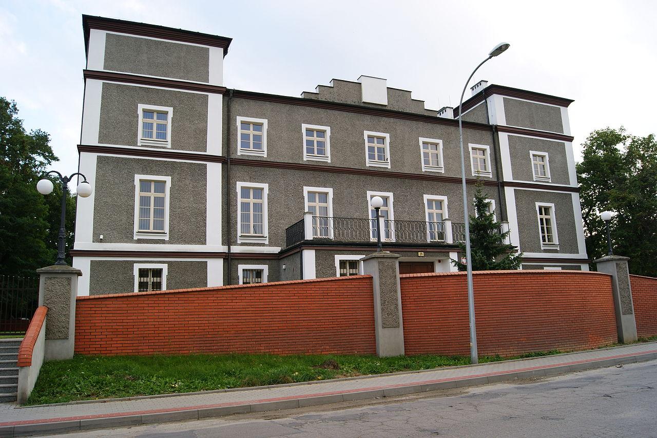 Plik:Pałac z połowy XIX w. (obecnie Sąd Rejonowy) Pleszew, ul. Malińska 21.jpg – Wikipedia ...