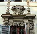 Palazzo venturi ginori, lato giardino 13 portale con stemma medici.JPG