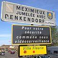 Panneaux d'entrée à Meximieux.JPG