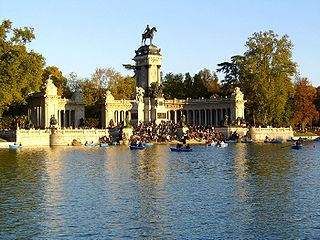 Parque del Retiro Nov2004.jpg