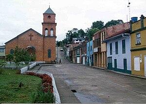 La Belleza, Santander - Image: Parque princial de La Belleza y de la Iglesia Sagrado Corazon, Santander, Colombia