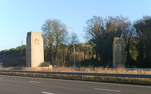 Patcham Pylon - The structures from the southwest