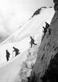 Patrouille im Abstieg vom Monte Rosa Gletscher - CH-BAR - 3236981.tif