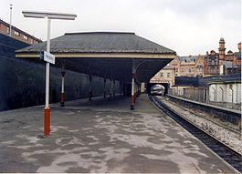 Pendleton railway station in 1989.jpg