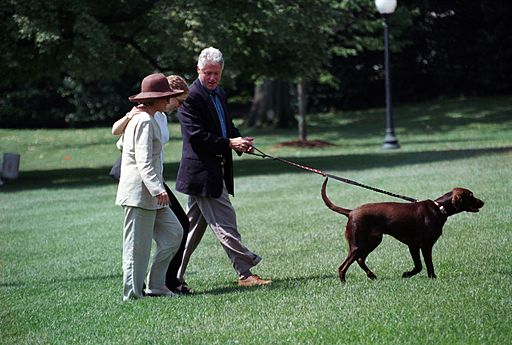 Photograph of President William Jefferson Clinton and First Lady Hillary Rodham Clinton with Buddy the Dog at the White House- 08-30-1998 (6461540485)