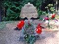 Piemiņas zīme Mārim Gropem Sutrovas kapos - panoramio.jpg