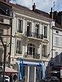 Place de la Halle, Beaune - Banque Populaire (34837946993).jpg