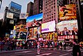 Plakatwände für Broadwayshows an der Ecke 7th Avenue and West 47th Street - panoramio.jpg