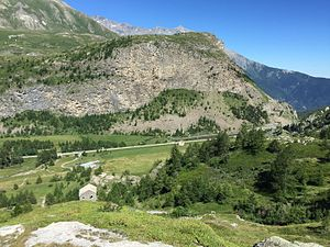France–Italy border - Following the Treaty of Paris, the end of the Saint Nicolas plateau now delimits the border 10 km below the Mont-Cenis pass.