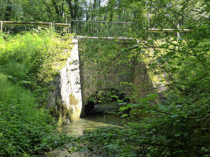 Pont sur la rivière Roulave entre Dardagny et St-Jean-de-Gonville
