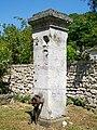 Pontpoint (60), ancienne pompe près de l'église Saint-Pierre.jpg