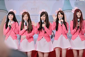 Popu Lady - Popu Lady on 3 January 2013. From left to right: Yushan, Bao'er, Dayuan, Tingxuan, and Hongshi.