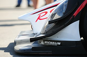 Diffuser (automotive) - The Porsche RS Spyder Evo uses a front splitter combined with dive planes