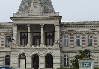 Ialomița County - The Ialomița County prefecture building from the interwar period, now the prefecture building of Călărași County.