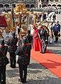 Prinsjesdag 2014 - Koning en Koningin nijgen naar het vaandel (cropped).jpg